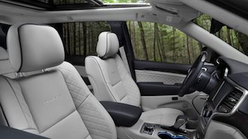 2020 jeep grand cherokee front seating and dashboard