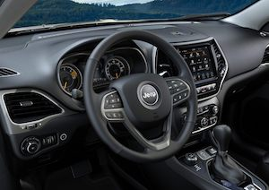2020 Jeep Cherokee leather-wrapped steering wheel and control cluster